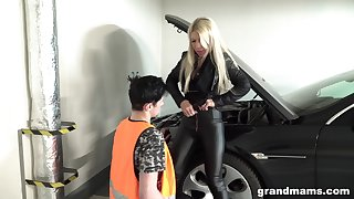 Blonde MILF blows and fucks her car repair impoverish on every side repay him