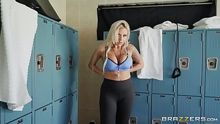 Bombshell sporty blonde floozy Nina Elle gets cum beyond everything her face