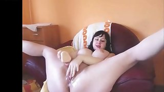 Horny chubby mom squirts on cam and loves it alot
