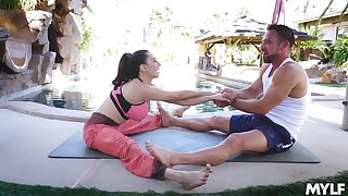 After yoga class Ariella Ferrera please her friend's cock on the ground